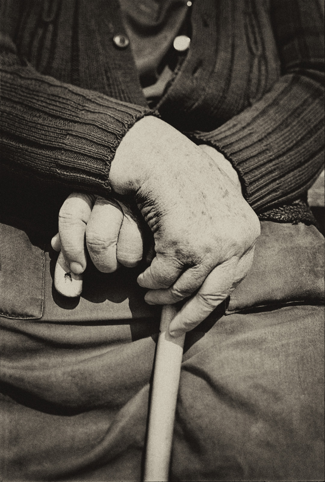 romania_old_hands_LR_
