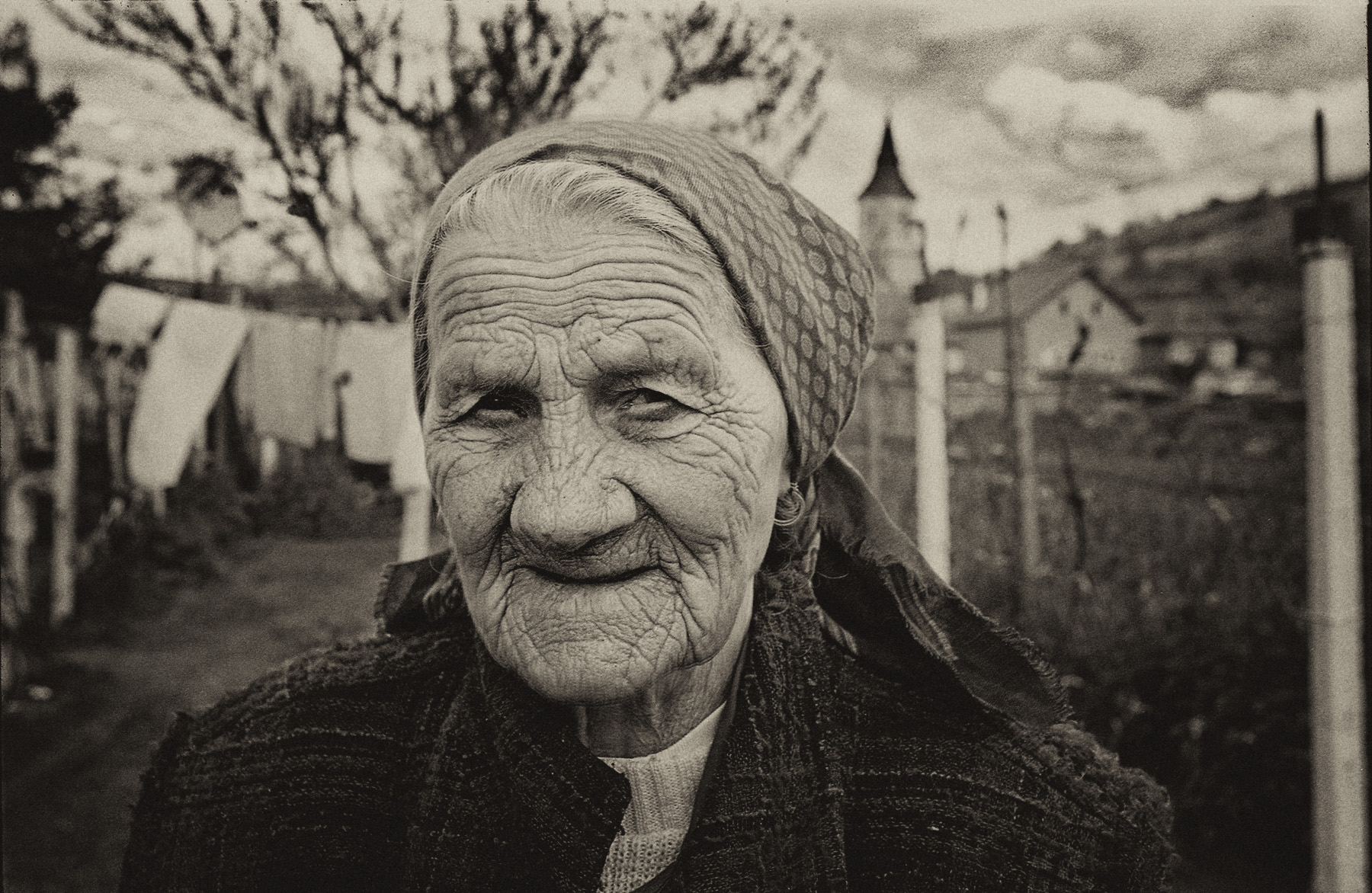 romania_old_lady_LR_